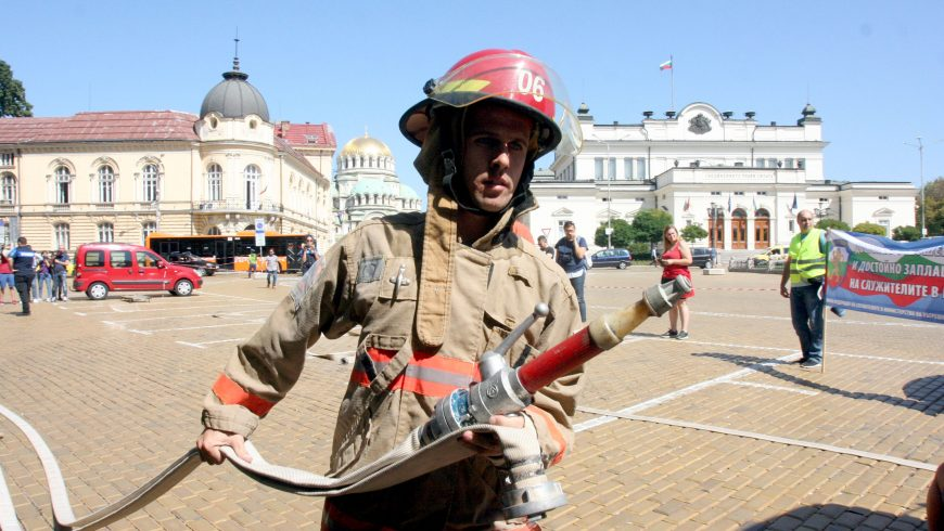 Пожарникарите протестират!