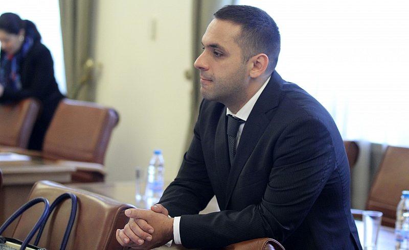 """БСП иска изслушване на министър Караниколов по казуса """"Емко"""""""