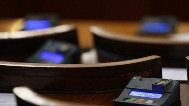 Парламентът отхвърли ветото на президента върху Закона за отбраната