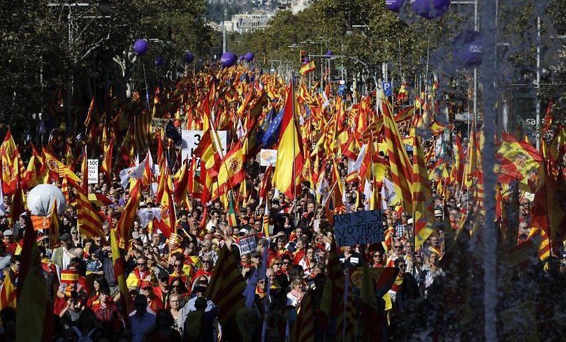 Стотици хиляди в Барселона против отделянето на Каталуня от Испания
