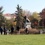 Лъвът от войнишкия паметник се завърна пред НДК