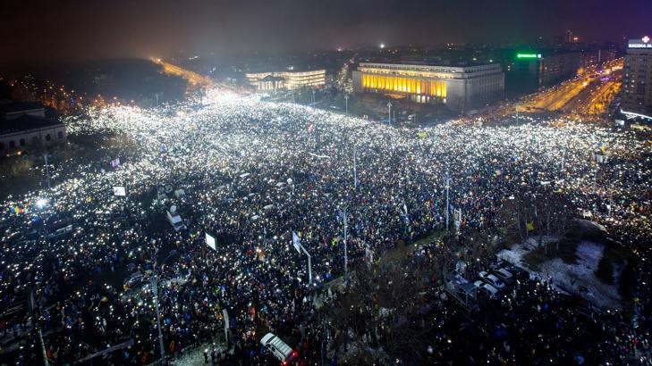 Десетки хиляди румънци: Стига корупция, искаме наказания