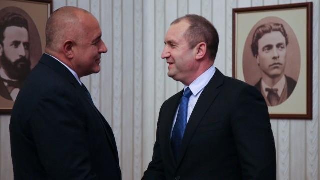 Борисов на практика не отговори на Радев