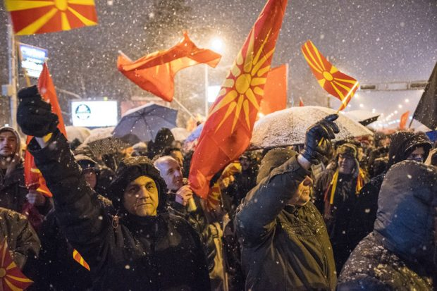 71% и 83% от македонците подкрепят членството на страната в НАТО е ЕС