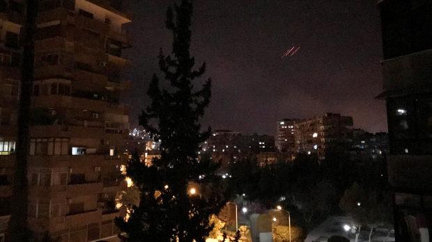 САЩ, Великобритания и Франция удариха военни обекти в Сирия