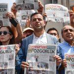 "Турция осъди 15 журналисти от опозиционния вестник ""Джумхюриет"""