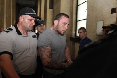 Британски хулиган изтърпя присъдата си за убийство преди да влезе в сила