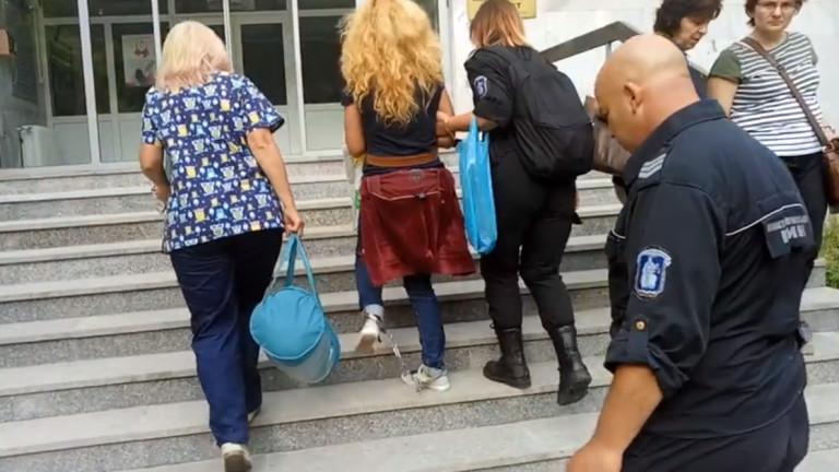 Изведоха Иванчева тайно от болницата отново с белезници