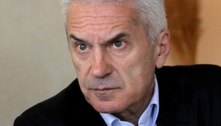 Сидеров поиска оставката на Валери Симеонов до края на деня