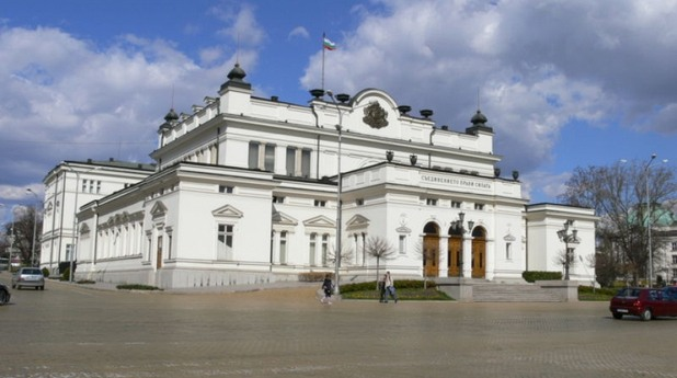 Спешно и без дебати депутатите приеха поправките в антикорупционния закон