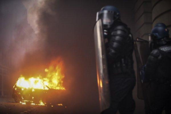 Близо 2000 арестувани във Франция след протестите