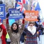 Британският парламент поиска Мей да предоговори споразумението с ЕС