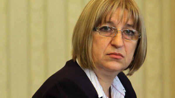 Министър Цецка Цачева се отчете пред НС с нов затвор до 2022 година