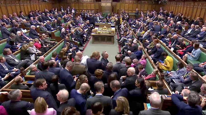 Британският парламент одобри законопроект за отлагане на Брекзит