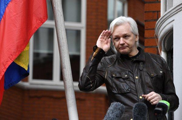 Ленин Морено иска екстрадиция на Асандж от еквадорското посолство в Лондон