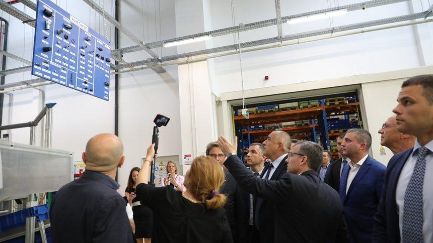 За един ден Борисов откри два цеха за автомобилни компоненти