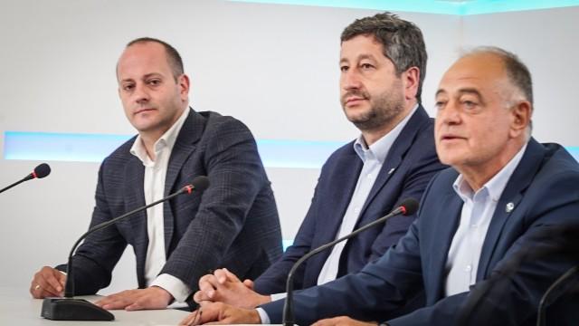 """""""Демократична България"""" поиска оставката на Иван Гешев"""