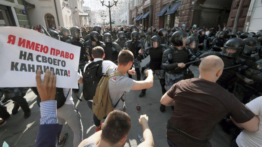 Полицията в Москва задържа 317 протестиращи с искане за честни избори