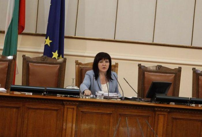Караянчева: Вдигаме си заплатите за да даряваме, Борисов: Замразявам ви заплатите
