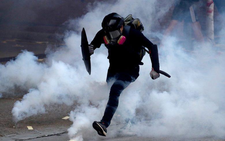 Нови протести и стрелба в Хонконг за 70 години комунистически Китай