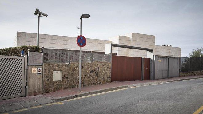 """Българската прокуратура скоростно е прекратила проверката по казуса """"Къща в Барселона"""""""